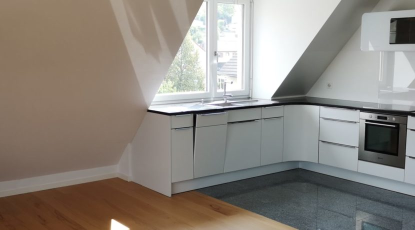 Maispracherstrasse Dachgeschoss hochwertige Einbauküche
