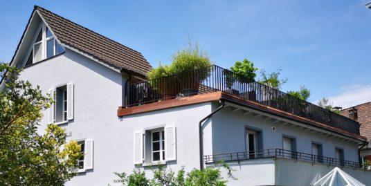 Duplex Dachwohnung: Zentral gelegen über den Dächern von Magden mit Lift in die Tiefgarage
