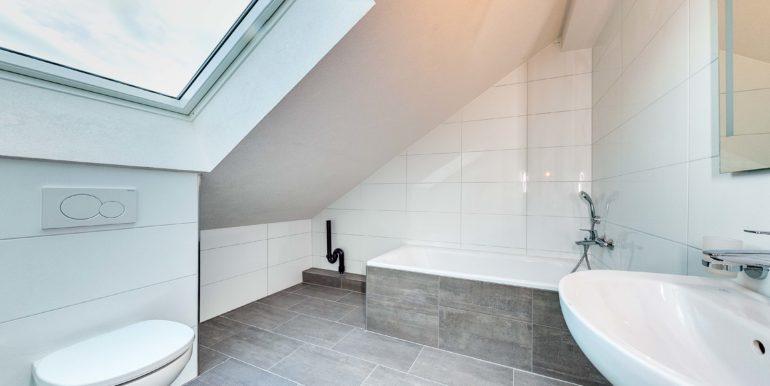 Mietwohnung-Dach-links-Salmsach-Badezimmer-immoshooting-6
