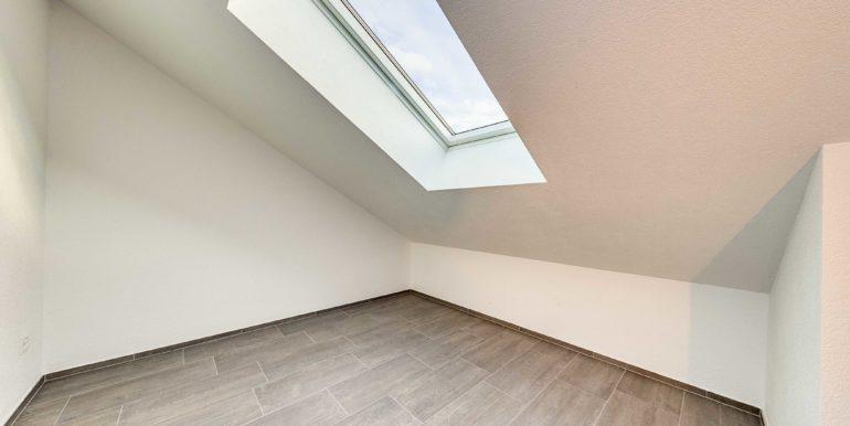 Mietwohnung-Dach-links-Salmsach-Dachzimmer-klein-immoshooting-5