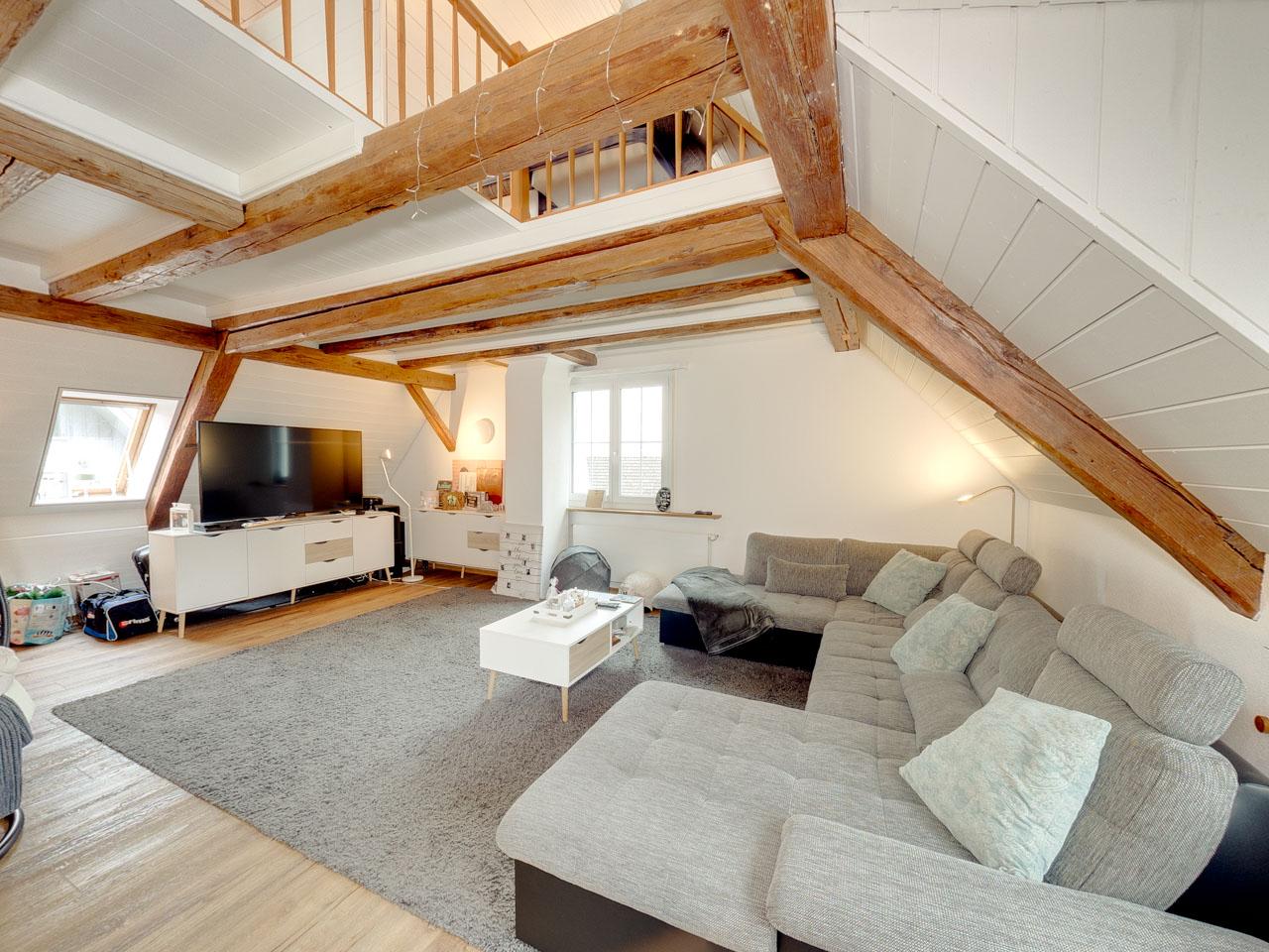 Altbau, Dachgeschoss – Maisonettewohnung mit Seesicht