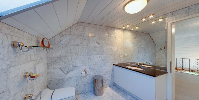 Badezimmer-Dusche-Toilette-Bottighofen