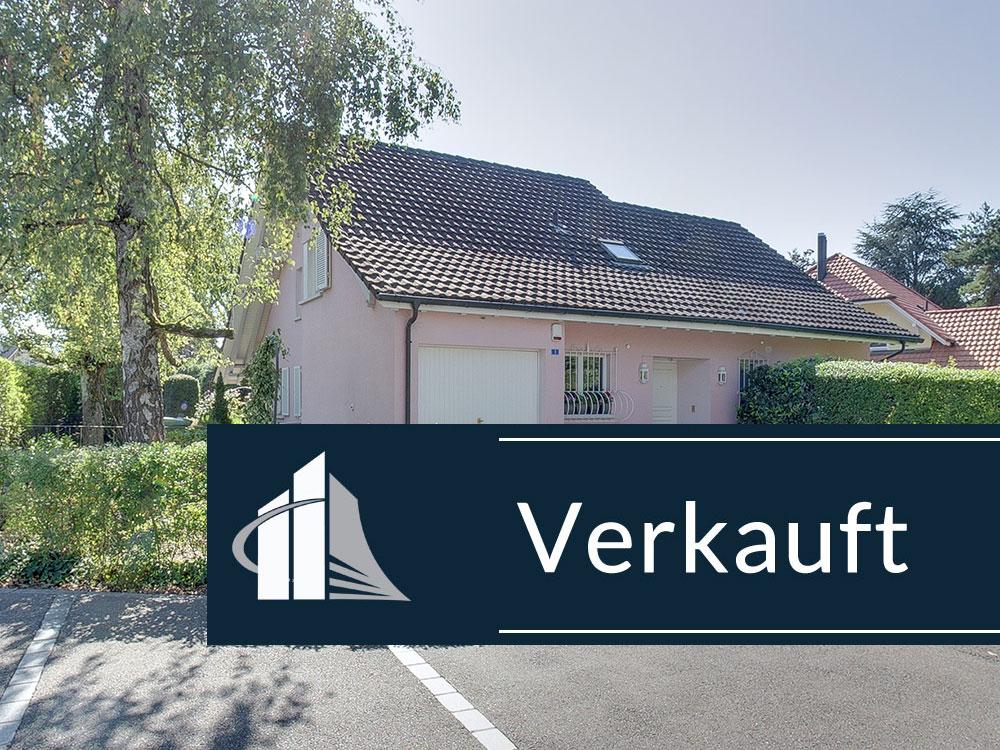 VERKAUFT – Villa in bester Bottighofer Lage mit Ausbaureserve, Garten und Fussnähe zum Yachthafen