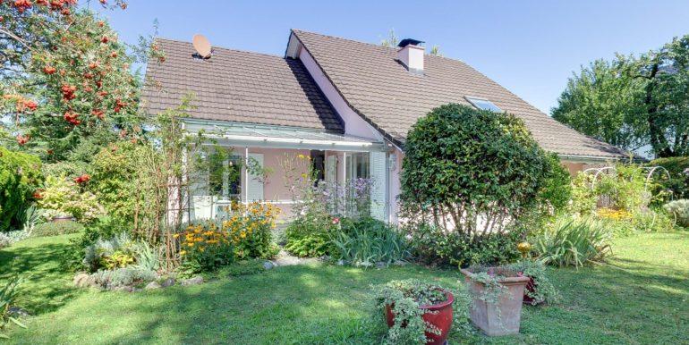 Haus-Gartenseite-Wohnen-in-Bottighofen