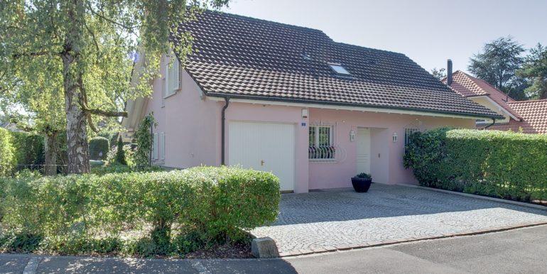 Haus-Strassenseite-Wohnen-in-Bottighofen